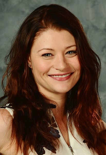 Emilie De Ravin | The Celebrity Fragrance Guide